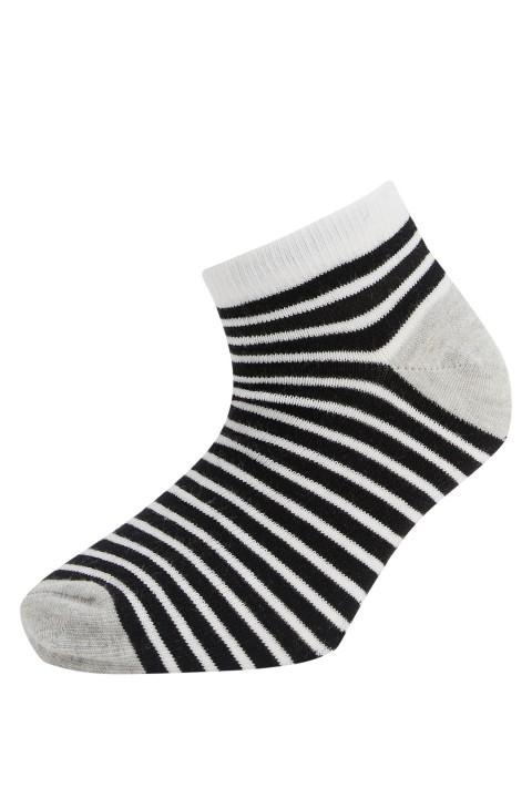 girl-low-cut-socks-grimelanj-820-13-29-34-9273629.jpeg