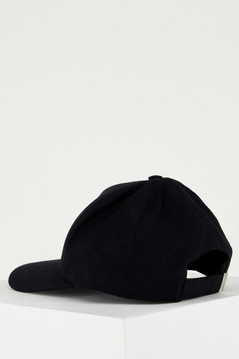 man-black-hat-t9332az-1941665.jpeg