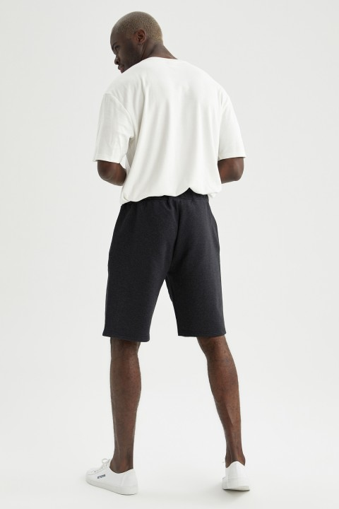 man-black-knitted-bottoms-l-2522363.jpeg