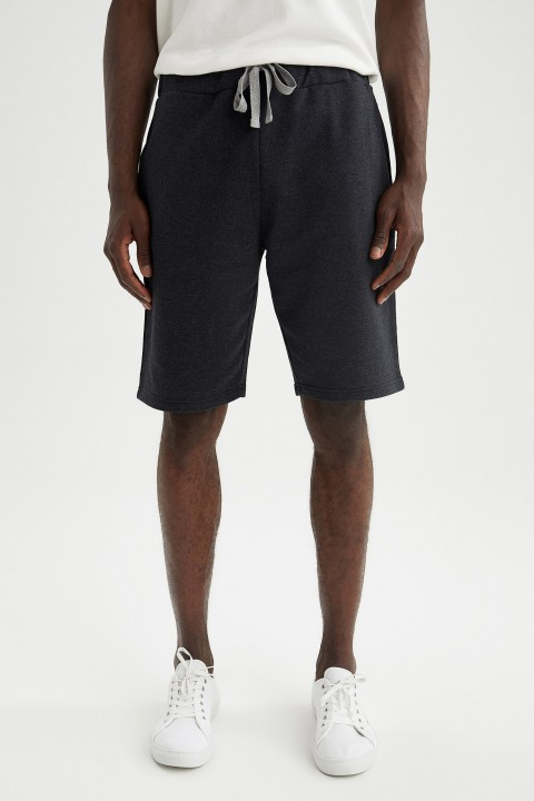 man-black-knitted-bottoms-l-9144563.jpeg