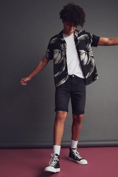 man-black-short-sleeve-shirt-xs-0-5981859.jpeg