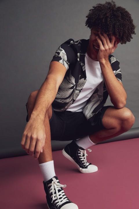 man-black-short-sleeve-shirt-xs-0-7723889.jpeg