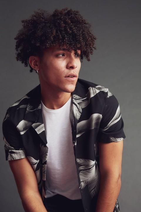 man-black-short-sleeve-shirt-xs-0-8329987.jpeg
