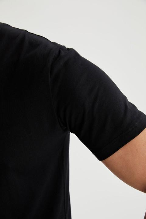 man-t-shirt-black-s-4-3103583.jpeg