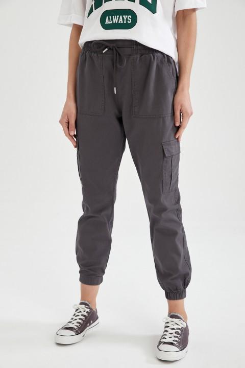 woman-anthra-trousers-44-1575474.jpeg