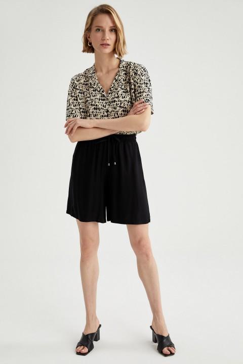 woman-beige-short-sleeve-shirt-s-7637100.jpeg