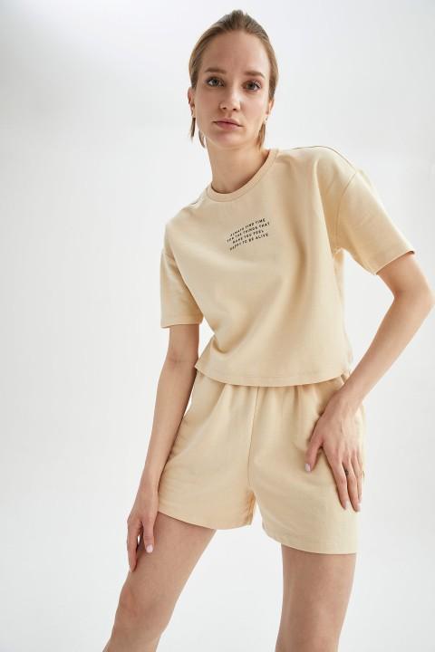 woman-beige-short-sleeve-t-shirt-l-0-3870224.jpeg