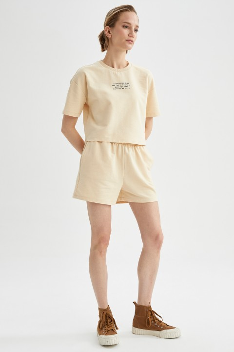 woman-beige-short-sleeve-t-shirt-l-0-5313600.jpeg