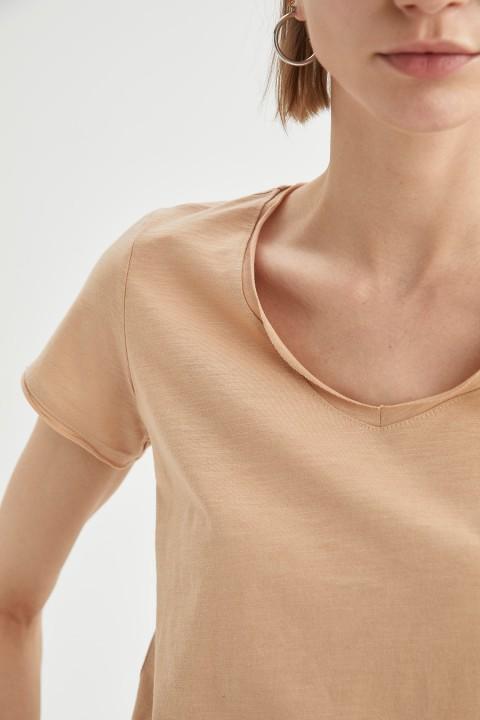 woman-beige-short-sleeve-t-shirt-xl-3291252.jpeg