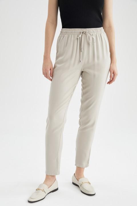 woman-beige-trousers-36-0-376007.jpeg
