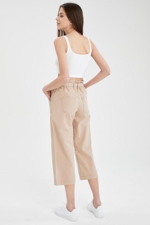 woman-beige-trousers-42-2-7073715.jpeg