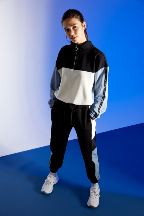 woman-black-knitted-trousers-l-3872096.jpeg