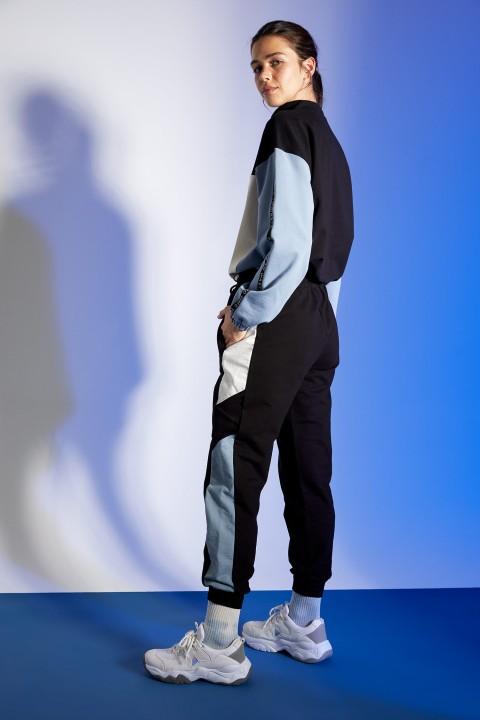 woman-black-knitted-trousers-l-4448745.jpeg