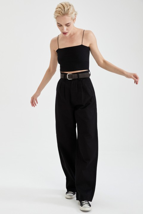 woman-black-trousers-34-0-2042409.jpeg