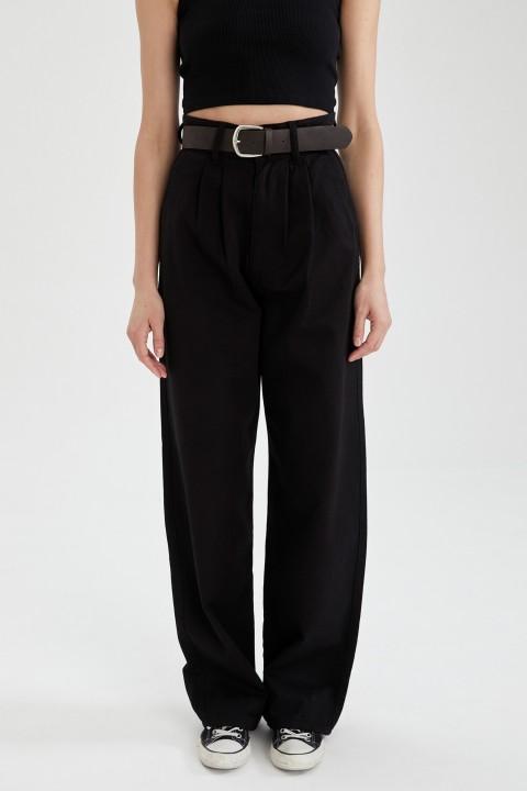 woman-black-trousers-34-0-2332229.jpeg