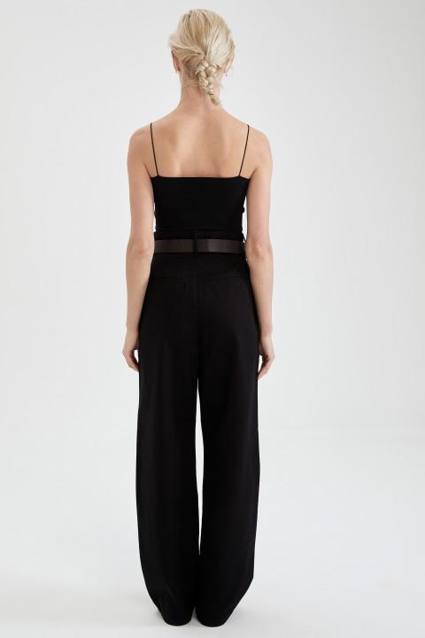 woman-black-trousers-34-0-517479.jpeg