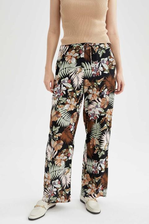 woman-black-trousers-36-0-4509611.jpeg