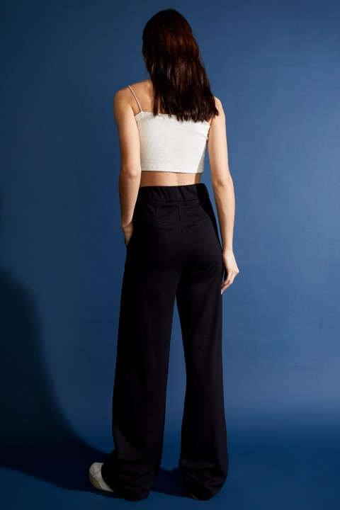 woman-black-trousers-36-4-3970645.jpeg