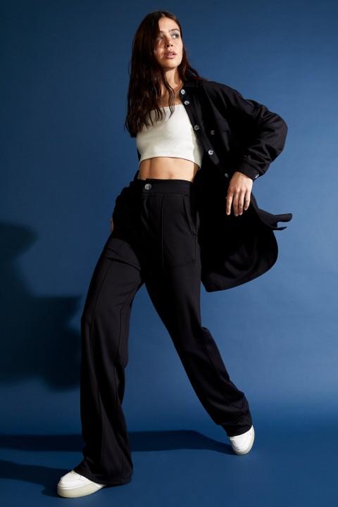 woman-black-trousers-36-4-5072829.jpeg
