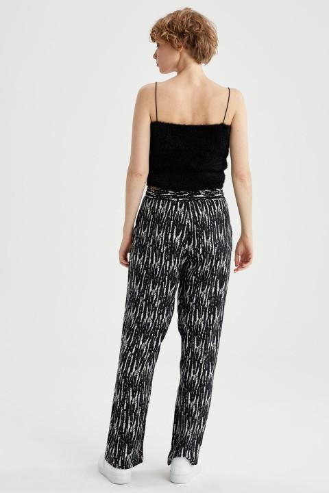 woman-black-trousers-36-8581815.jpeg