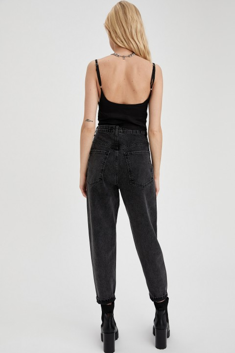 woman-trousers-black-28-0-7328044.jpeg