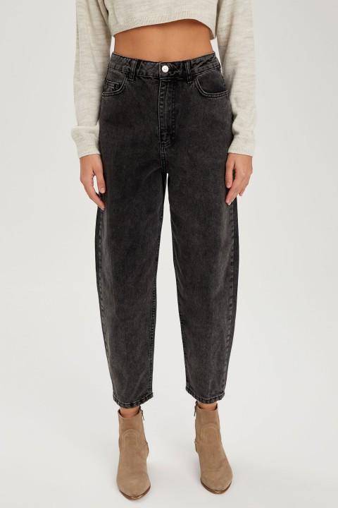 woman-trousers-black-38-1-7924573.jpeg