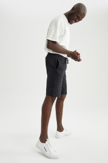 man-black-knitted-bottoms-l-9997954.jpeg