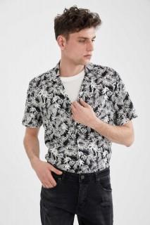 man-black-short-sleeve-shirt-xxl-9619214.jpeg
