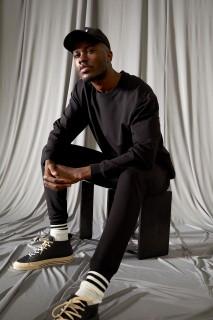 man-black-trousers-l-9133124.jpeg