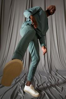 man-green-trousers-s-3385827.jpeg