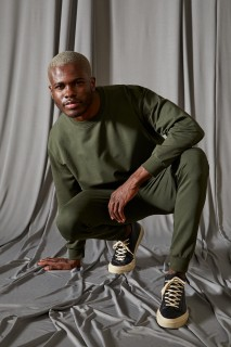 man-khaki-trousers-xs-5616968.jpeg