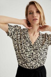 woman-beige-short-sleeve-shirt-s-6694150.jpeg