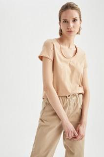woman-beige-short-sleeve-t-shirt-xl-6332798.jpeg