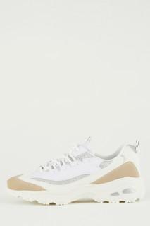 woman-beige-sport-shoes-39-4543420.jpeg