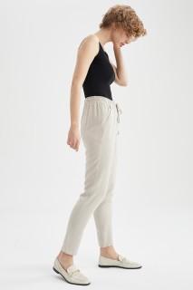 woman-beige-trousers-36-0-1342492.jpeg