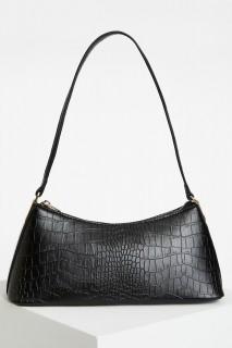 woman-black-bag-u1934az-1298507.jpeg