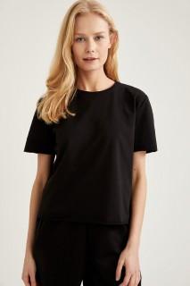 woman-black-knitted-tops-3xl-4510615.jpeg