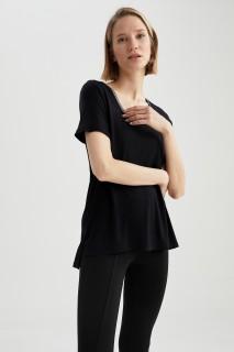woman-black-short-sleeve-t-shirt-3xl-2-6177480.jpeg