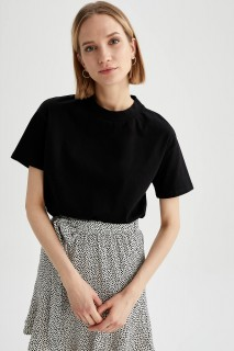 woman-black-short-sleeve-t-shirt-l-10-2452916.jpeg