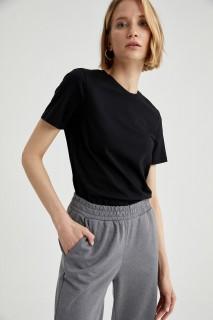 woman-black-short-sleeve-t-shirt-s-1-1660482.jpeg