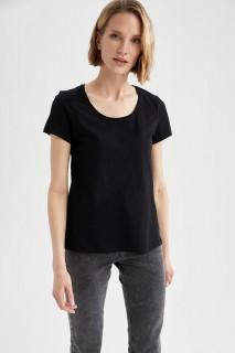 woman-black-short-sleeve-t-shirt-s-9093327.jpeg
