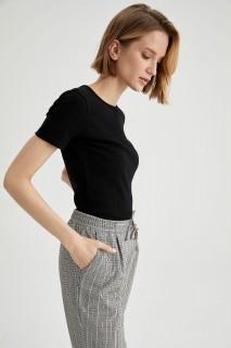woman-black-short-sleeve-t-shirt-xxl-3-1847868.jpeg