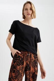 woman-black-short-sleeve-t-shirt-xxl-4-2104841.jpeg