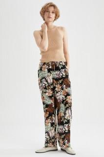 woman-black-trousers-36-0-4123291.jpeg