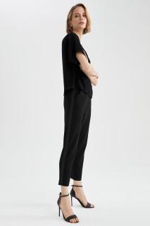 woman-black-trousers-42-7-577606.jpeg