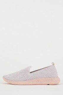 woman-pink-shoes-37-4981013.jpeg