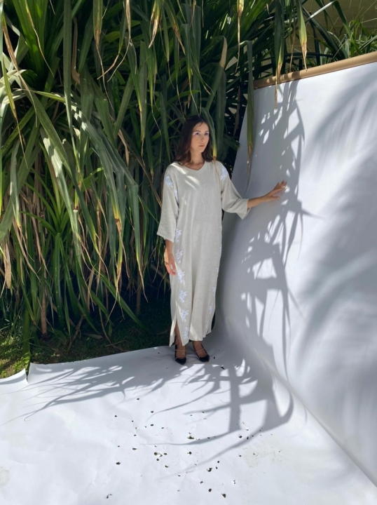 linen-piece-with-hand-embroidery-on-sides-3657406.jpeg